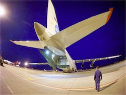 Military man An-124 forwarded for the first time by air eight helicopters